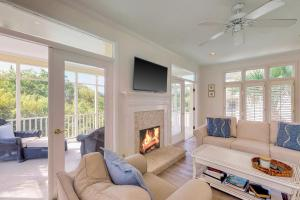 A seating area at Windhaven Retreat