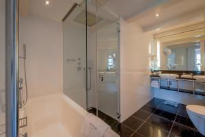 A bathroom at Ambassade Hotel