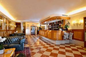 O saguão ou recepção de Hotel Rialto