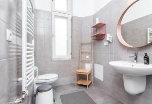 A bathroom at Bison Hostel