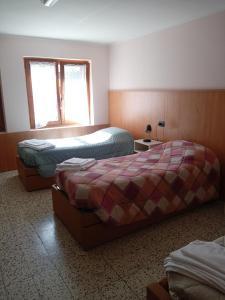 Letto o letti in una camera di Casa Alpina Sacro Cuore