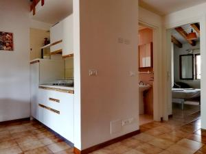 A kitchen or kitchenette at Signora Ruth - Aprilia Residence