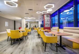A restaurant or other place to eat at Atrium Hotel Heathrow