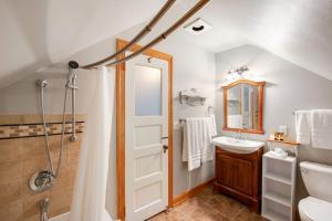 A bathroom at Historic District BnB