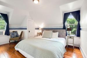 A bed or beds in a room at Historic District BnB