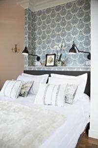 A bed or beds in a room at Villa Adélaïde