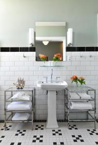 A bathroom at Fera Palace Hotel