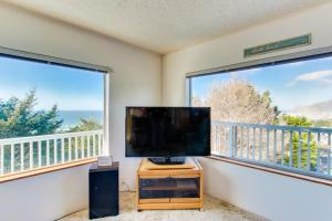 A television and/or entertainment centre at Whale Watch