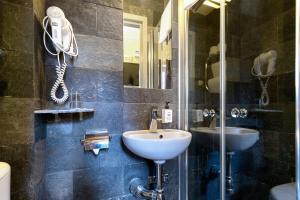 A bathroom at Rex Hotel