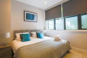 A bed or beds in a room at Watford Apartments Century House, Self Contained Units