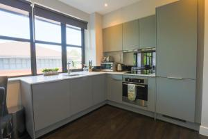 A kitchen or kitchenette at Watford Apartments Century House, Self Contained Units