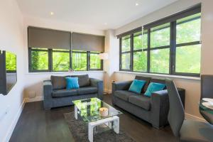 A seating area at Watford Apartments Century House, Self Contained Units