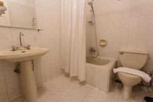 حمام في Cleopatra Hotel