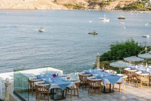 Ein Restaurant oder anderes Speiselokal in der Unterkunft Lindos Royal Resort