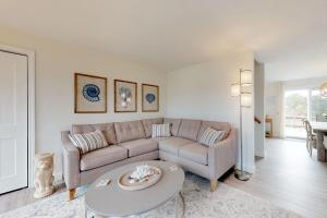 A seating area at Sandpiper Cottage