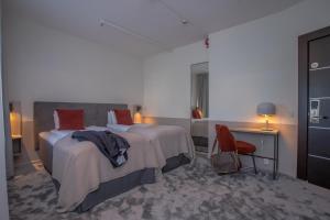Säng eller sängar i ett rum på Järva Park Hotel