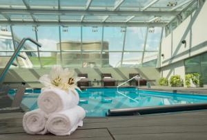 The swimming pool at or close to Hotel Casino Pullman City Center Rosario