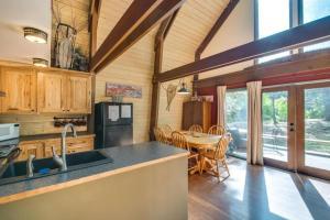 A kitchen or kitchenette at Nason Creek Cabin