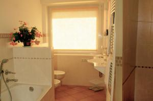 """A bathroom at Appartementhaus """"Helgoland"""""""