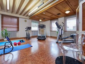 The fitness center and/or fitness facilities at AKZENT Hotel Turmwirt ***S