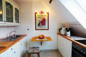 """A kitchen or kitchenette at Appartementhaus """"Helgoland"""""""