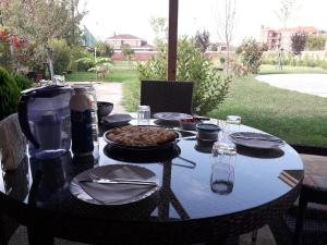 A restaurant or other place to eat at Lux Villa Rodna