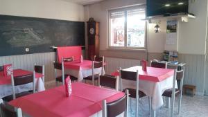Un restaurante o sitio para comer en Hotel El Sueve