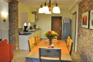 A kitchen or kitchenette at Vakantiehuis Vijlen