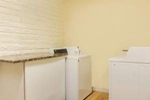 A kitchen or kitchenette at La Quinta Inn by Wyndham Denver Cherry Creek
