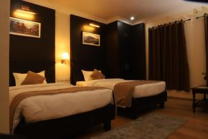 A bed or beds in a room at Hotel Maden Inn