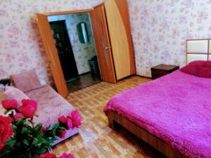Кровать или кровати в номере Авиаторов 40