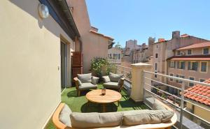 A balcony or terrace at Les Appartements du Vieux Port