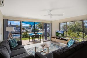 A seating area at Sails Luxury Apartments Merimbula