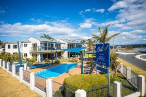 A view of the pool at Sails Luxury Apartments Merimbula or nearby