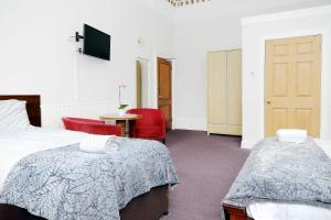 A bed or beds in a room at Park View House Hotel