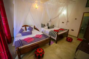 A bed or beds in a room at Snuggle Cottage
