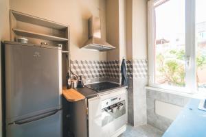 Cuisine ou kitchenette dans l'établissement Beautiful apartament 2 minute walk from Colosseum