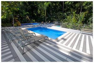 The swimming pool at or close to Hotel Plaza Yara