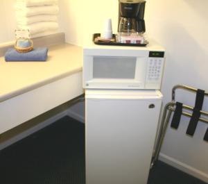 A kitchen or kitchenette at Lake Lighthouse Inn