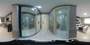 A bathroom at Hotel Ville House Premium