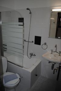 Studios Loukia tesisinde bir banyo