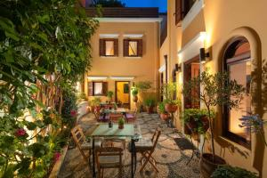 A restaurant or other place to eat at Rodos Niohori Elite Suites Boutique Hotel