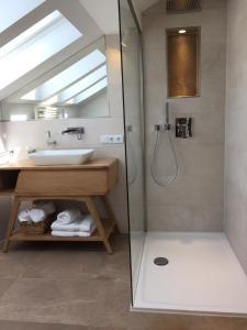 A bathroom at gemütliches Apartment bei Jena