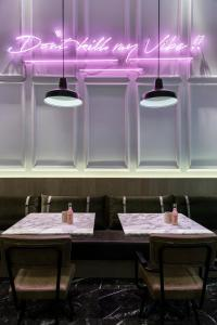 A restaurant or other place to eat at Niki Athens Hotel