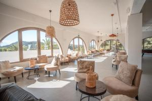 A restaurant or other place to eat at Marble Stella Maris Ibiza