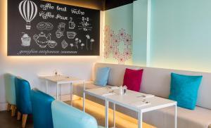 A seating area at HOTEL COOEE CALA RATJADA