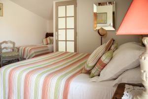 A bed or beds in a room at Le Clos Du Buis