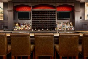 The lounge or bar area at The Elms Hotel & Spa, a Destination by Hyatt Hotel