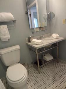 A bathroom at The Elms Hotel & Spa, a Destination by Hyatt Hotel