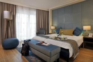 A bed or beds in a room at Citadines City Centre Frankfurt